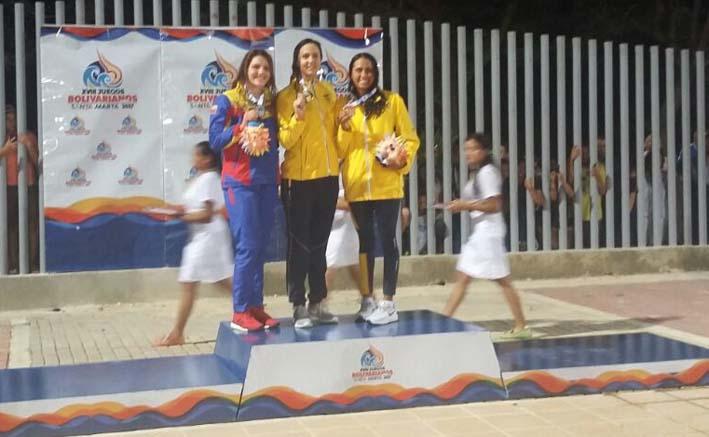 Isabela Arcila lució su medalla de oro, la medalla de plata fue para Venezuela y bronce para Colombia.