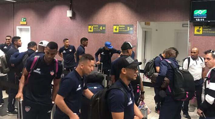 los tuburones llegaron al pais brasileño para jugar los ultimos 90 de la copa sudamericana.