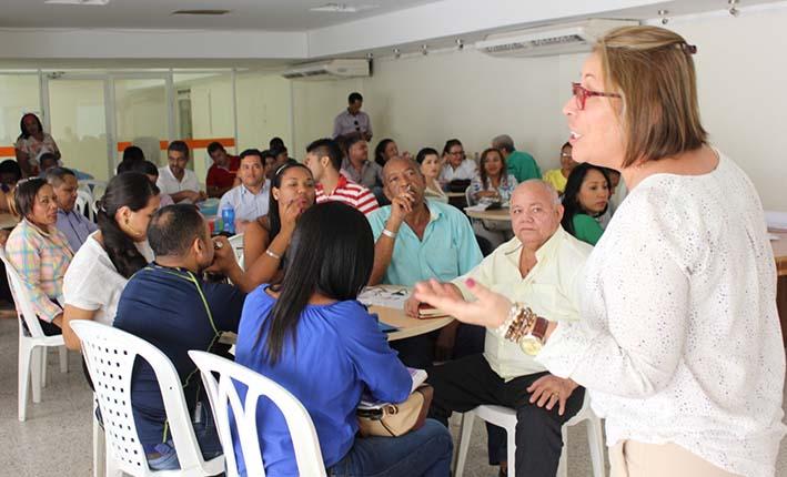 La intervención de la secretaria de Educación Departamental, Gledy Foliaco Rebolledo, en el taller a los docentes de los establecimientos educativos del departamento.