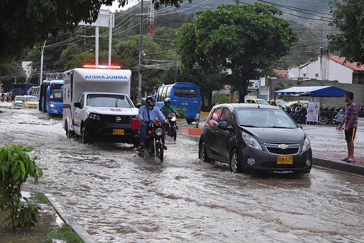 Santa Marta colapsa por las lluvias