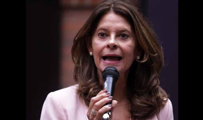 Precandidata pide a empresarios firmar un pacto por Colombia.