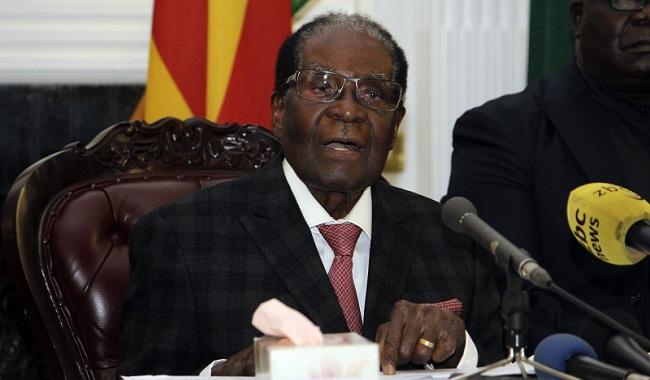 El presidente de Zimbabue, Robert Mugabe, ofrece una declaración televisada en Harare (Zumbabue).
