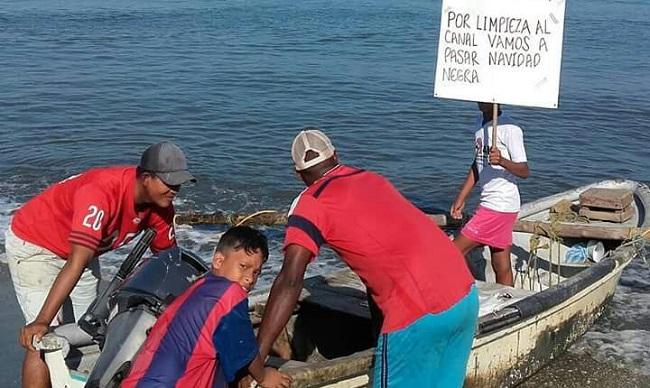Pescadores protestan frente a puertos carboníferos