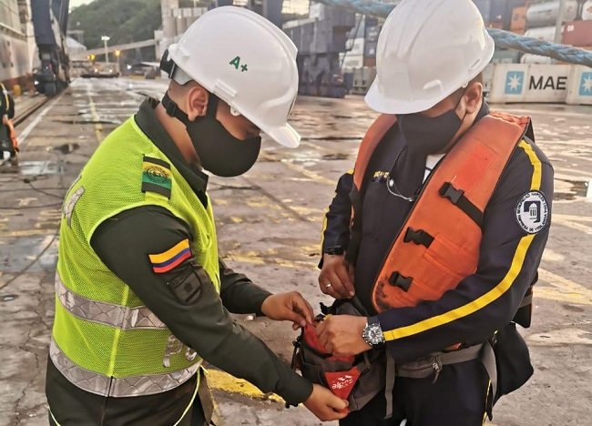 Para evitar irregularidades en los diferentes puertos las unidades policiales desarrollan un estricto control de entrada y salida del personal.