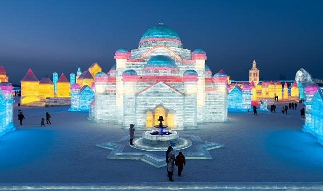 Para el desarrollo del Festival la capital necesitó alrededor de 120 mil metros cúbicos de nieve y 160 mil metros cúbicos de hielo.