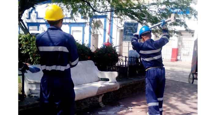 Dolmen realiza trabajos de mantenimiento en la plaza del for Amoblamiento urbano
