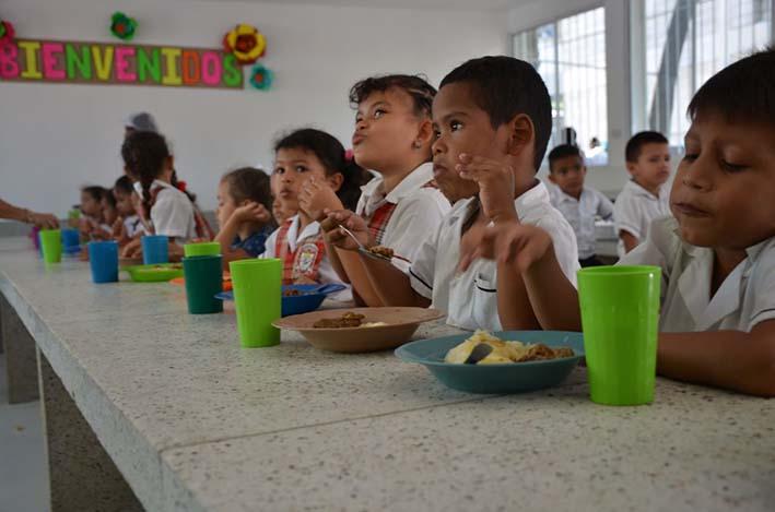 Se entreg adecuaci n de comedor y cocina en colegio del for Comedor estudiantil
