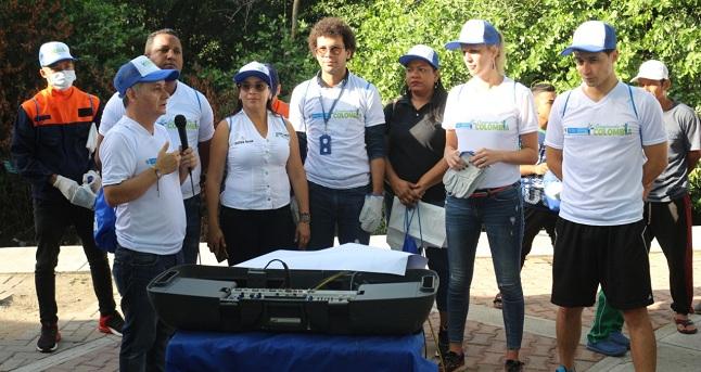 Los ciudadanos fueron convocados por la Alcaldía para unirse a la jornada nacional de limpieza.