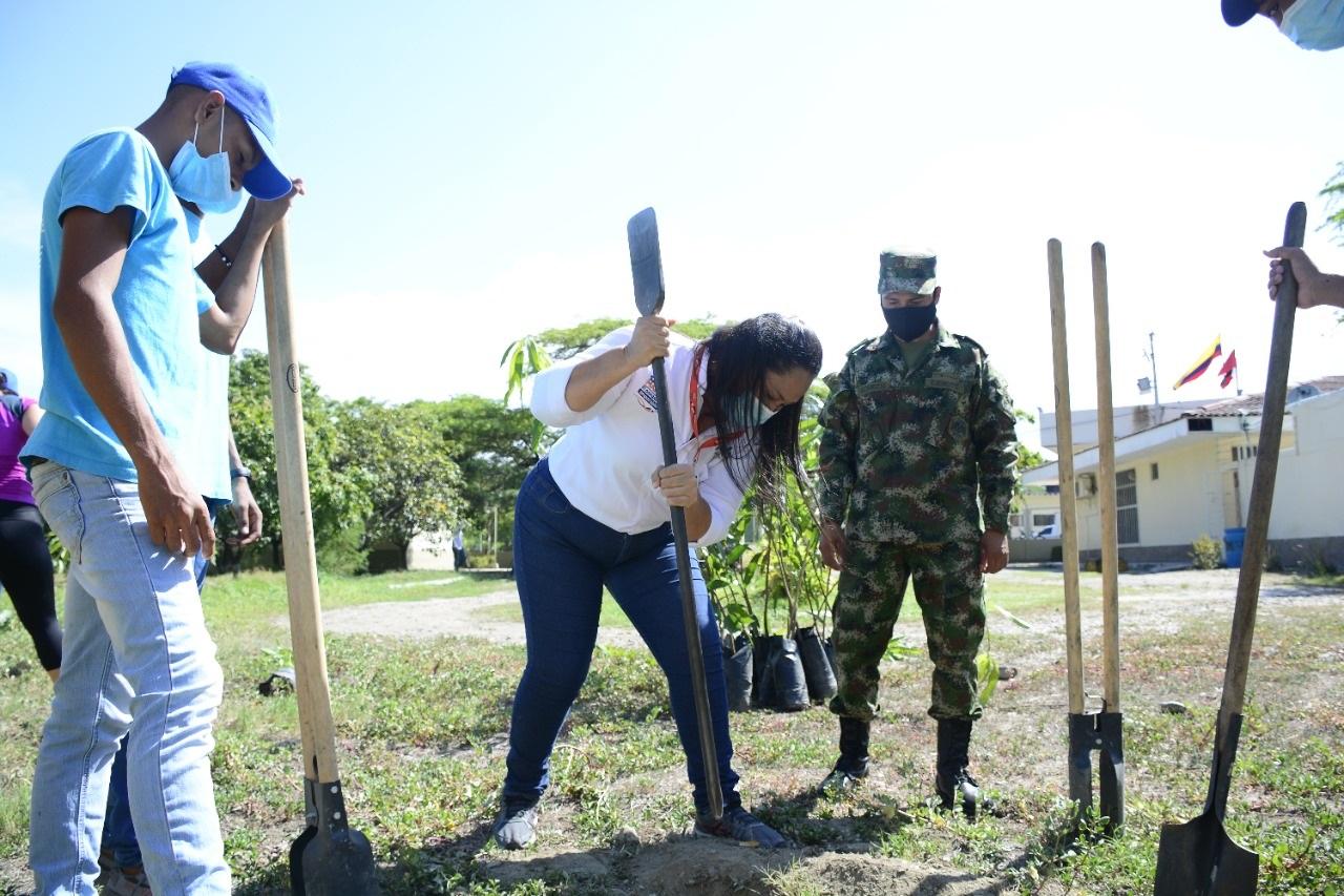 Dadsa, Ejército Nacional y ciudadanía desarrollaron jornada de siembra en el batallón Córdova - Noticias de Colombia