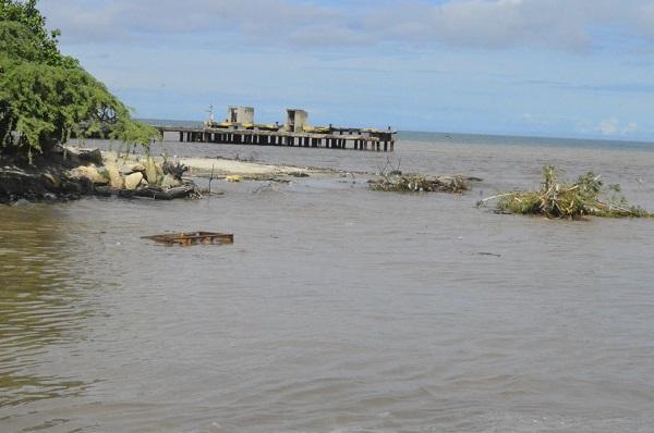 Emergencia en la desembocadura del río Manzanares por fuertes lluvias en Santa Marta - Noticias de Colombia