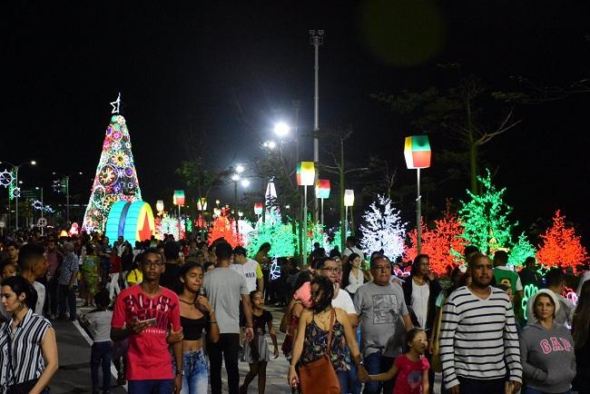 Fotos De Colombia En Navidad.El Arbol De Navidad Mas Grande De Colombia En Barranquilla