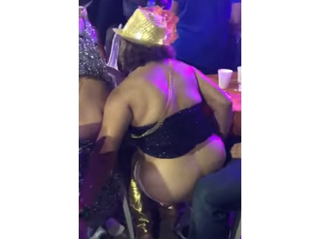 Video mujer orinando