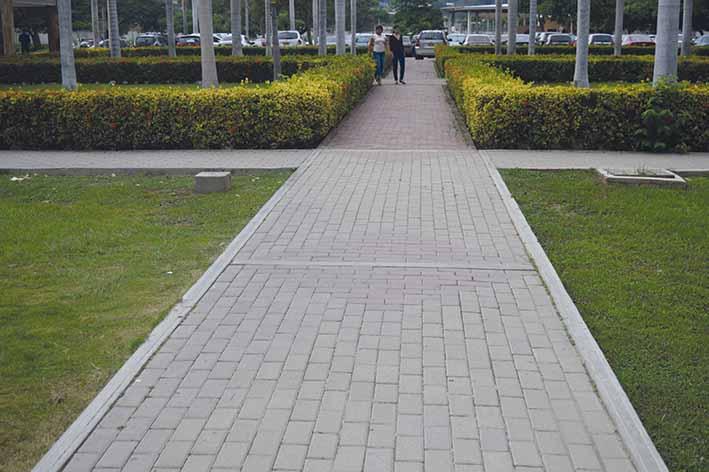 Adoqu n de arcilla amigable con el medio ambiente por su for Adoquin para estacionamiento