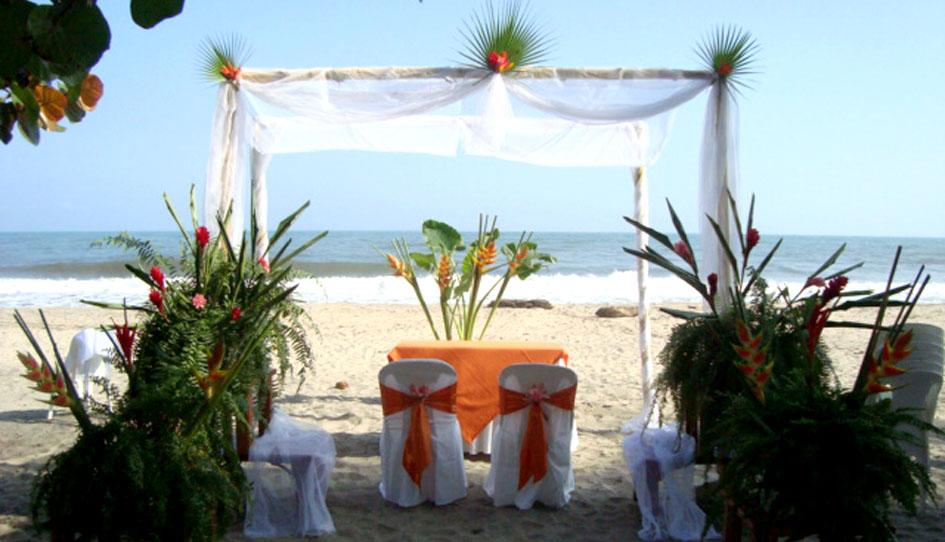 Matrimonio Simbolico En Santa Marta : Boda en la playa informal natural y fresca