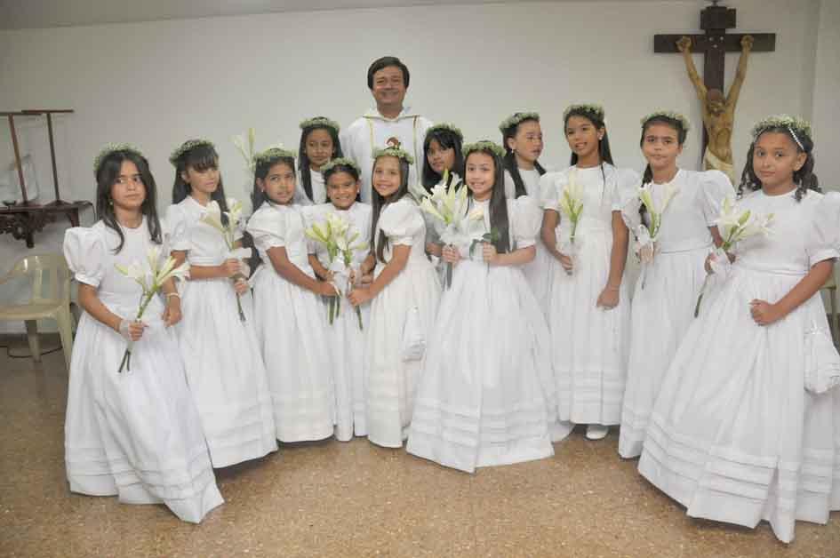 Primeras comuniones del colegio Bilingüe Santa Marta
