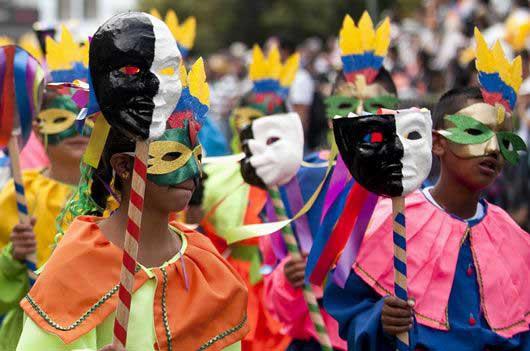 En cada calle y rincón de la ciudad, los pastusos y turistas hacen parte de esta fiesta.