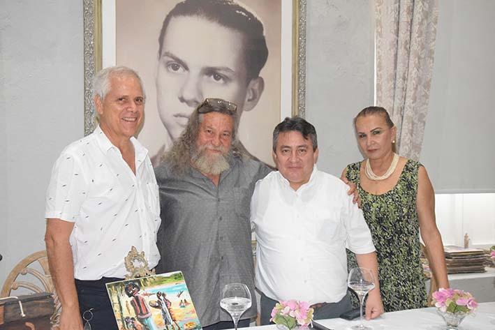 El gerente del Hotel Boutique Don Pepe, Juan Vives Lacouture, el artista plástico Lázaro Hernández, Omar García, director de Cotelco Magdalena  y la directora de Ar7seven, Dolly Delgado.