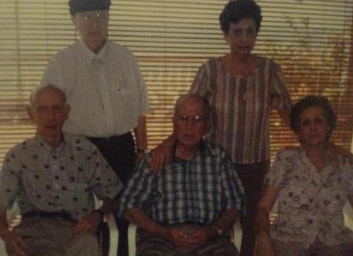 Luis Aurelio con sus hermanos Leonor, José Ignacio, Rodrigo y Elenita