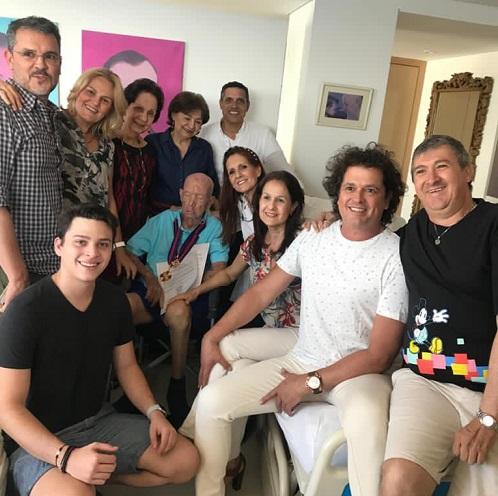 Luis Aurelio con sus hijos y sobrinos